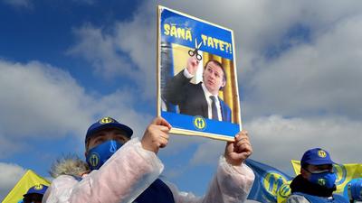 Tovább mélyül a román kormányválság