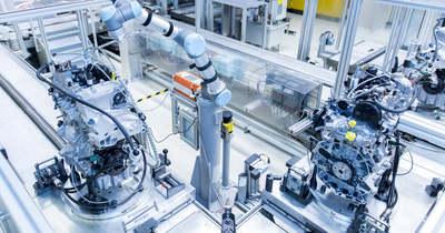 Robot szimatolja a győri Audi háromhengeres motorjait – fotó