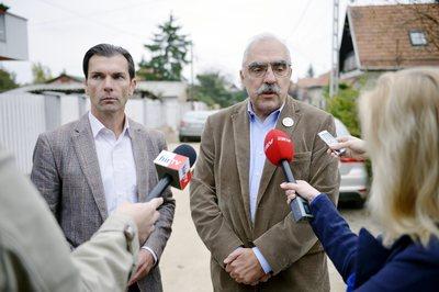 A keleti vakcinákat visszaküldő DK-s polgármester egy vadonatúj ötlettel támadja az oltásokat