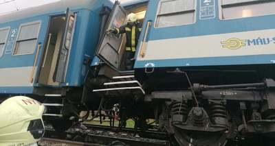 Közleményt adott ki a katasztrófavédelem, helyszíni fotók érkeztek az Újfehértónál történt vonatbalesetről