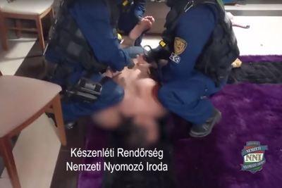 Gyerekei anyját prostitúcióra kényszerítette, akik Németországból utalták a pénzt az 52 éves férfinak - videó