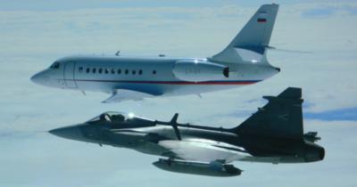 """Szlovéniából Pápáig kísérték az """"elfogott"""" repülőgépet a magyar Gripenek"""
