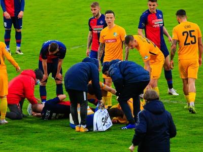 Kórházba kellett szállítani a súlyos fejsérülést szenvedett magyar focistát - fotó