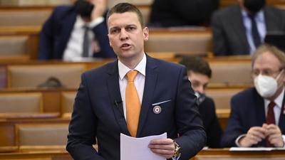 Menczer Fekete-Győrnek: Egy miniszterelnöknek a megfelelő időben kell helyest döntést hoznia