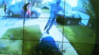 Megrázó felvétel: így lőtt le egy rendőr egy kést lóbáló tinilányt fényes nappal