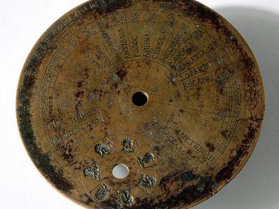Miniatűr ókori római napórát fedeztek fel egy pisai ásatáson