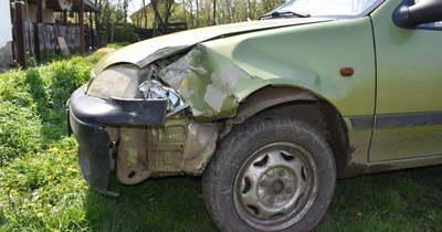 Villanyoszlopnak csapódott egy személyautó Kunmadarason
