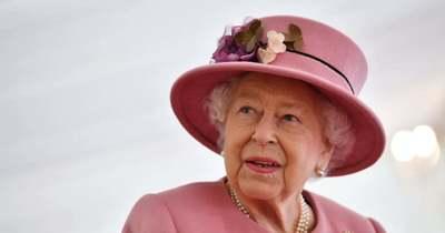 Nagyon cuki: így vigasztalta András herceg a gyászoló Erzsébet királynőt – Fotók