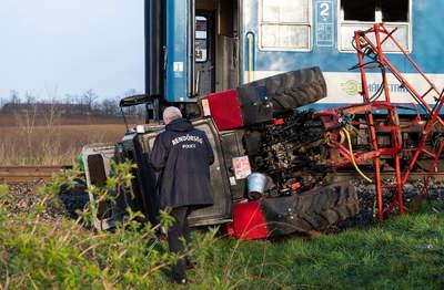 Mellbevágó: újszülött kisbabát hagyott hátra az Újfehértónál vonatokkal ütköző traktoros