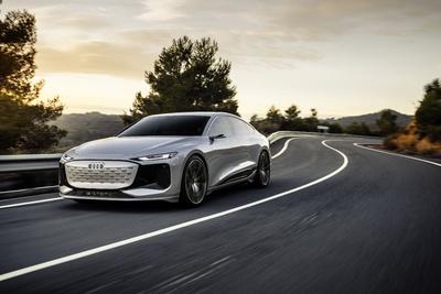 Zseniális luxusautót mutatott be az Audi, tükrök és kilincsek nélkül  - galéria