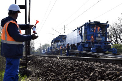 Látványos képek a Vecsés-Monor közötti vasút felújításáról