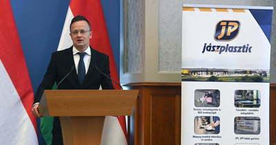 A kormány stratégiai megállapodást kötött a Jász-Plasztik Kft.-vel