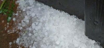 Perceink vannak hátra: kiadták a riasztást, jégesővel csap le a vihar az országra