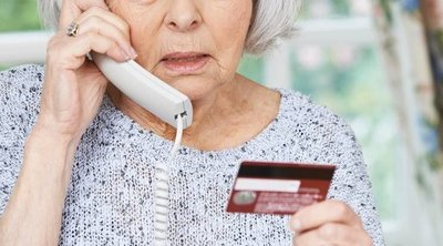 Elképesztő: 10 milliárd forinttal verték át a 90 éves nénit a telefonos csalók