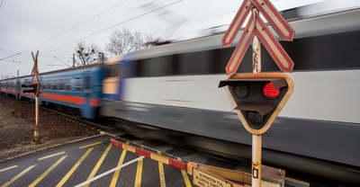 A sínekről rángatták vissza szerelmi bánatában öngyilkosságra készülő férfit Edelényben
