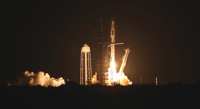Négy űrhajóst indított visszatérő űrkapszulában az űrállomásra a SpaceX