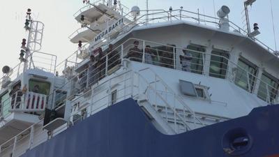 Szombatig van oxigén a hajó legénységének
