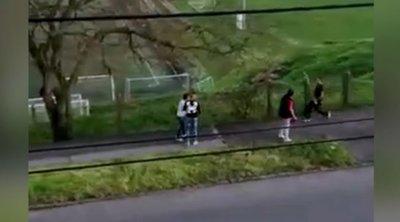 """Exkluzív videó:""""Azt hittük, itt valaki meghal""""– brutális balhé tört ki a nyílt utcán Pécsett"""
