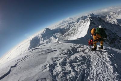 Már az Everesten is terjed a koronavírus, több pozitív eset van