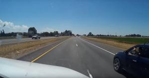 Rá akarta húzni a kamionosra az autót, érdemes megnézni, mire jutott! – VIDEÓ