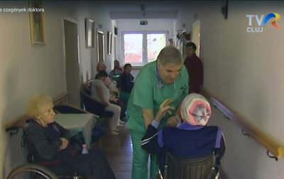 Egy hónapig volt kómában a hős magyar orvos, utána rögtön a betegeihez sietett