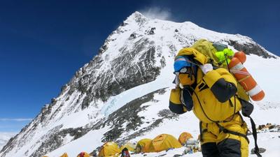 A koronavírus felért a világ tetejére: terjed a Mount Everesten is