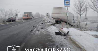 Soha többé nem vezethet a teherautós, aki elaludt a volánnál Tata és Környe között