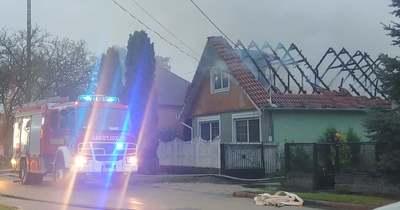 Tűz pusztított Komáromban, Nyergesről is a családi házhoz siettek a tűzoltók