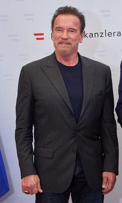 Mi történhetett Arnold Schwarzeneggerrel? Fura sérüléssel az arcán kapták lencsevégre