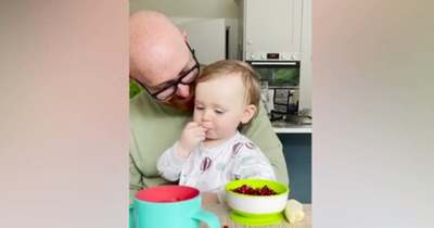 Sokkot kaptak a szülők, démoni hangon szólalt meg a 16 hónapos baba – Videó