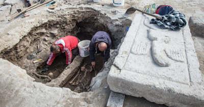 Emberi csontvázakat találtak az abasári templom feltárásán (fotók)