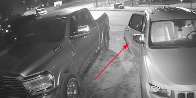 Nyitva találták reggel a kocsiajtót, megdöbbentek, amikor visszanézték a kamera felvételét - videó