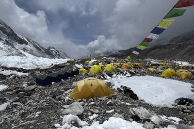Koronavírus-gócponttól tartanak a hegymászók a Monunt Everesten