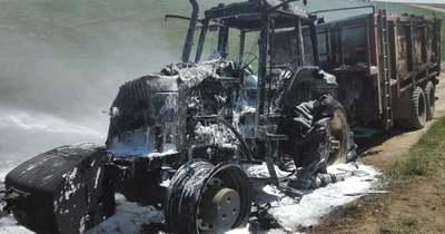 Teljesen kiégett egy traktor tegnap Sásdon
