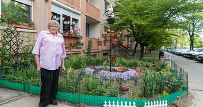Varga Sándornét a kert élteti, új otthonát is virágok díszítik