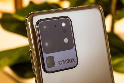 Perbe fogják a Samsungot a Galaxy S20 mobilok egyik alkatrésze miatt