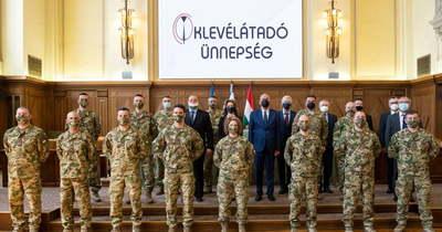 Tíz űrkatona kapta meg az oklevelét Debrecenben