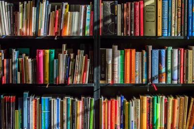 Tapolcán már nagymamát is lehet kölcsözni a könyvtárlátogatáshoz