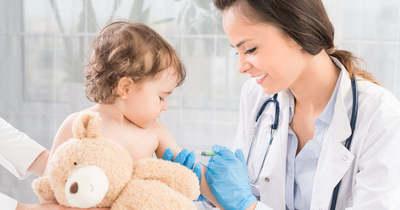 Friss hírek pénteken: tovább csökken a fertőzöttek száma