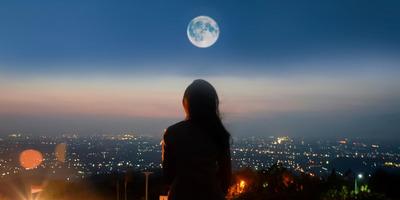 KVÍZ: Mennyit tudsz a Földet kísérő egyetlen égitestről, a Holdról?