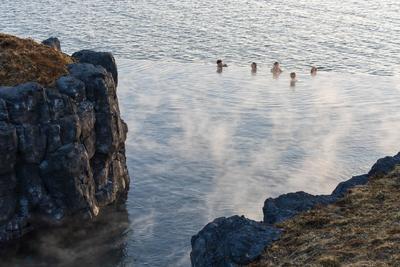 Megnyílt Izland új óceánparti fürdője az ország legnagyobb szaunájával