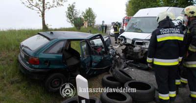 Öt balesetben is segédkeztek megyénk tűzoltói tegnap (képek)