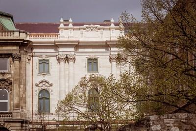 Fotók: elkészült a Budavári Palota első felújított épületrésze