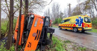 Aszfaltot szállító teherautó csapódott fának Őrimagyarósdon