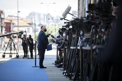 Orbán Viktor: Fel kell gyorsítani a vakcinák beszerzését