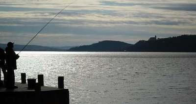 Gigantikus, vérvörös halszörny került elő a Balatonból, sokkot kapott a horgász is