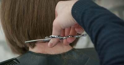 Négy évig növesztette a haját a 11 éves Emma, hogy segíthessen a társán