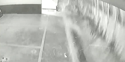 Egy pillanat alatt tűnt el a víz a medencéből, brutális, amit a garázsban felvett a kamera - videó