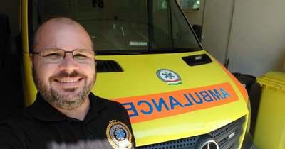 Örömhírt visz a látrányi mentőápoló a gyerekek közé
