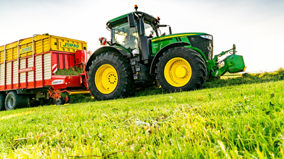 Repceföldön alvó migránsokat gázolt el egy traktor Romániában